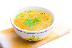 Bacia de sopa de galinha sobre o guardanapo amarelo fotografia de stock royalty free