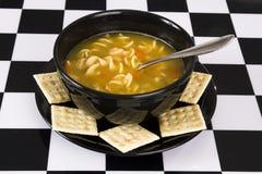 Bacia de sopa de macarronete da galinha Fotografia de Stock Royalty Free