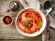 Bacia de sopa do tomate e do camarão Imagem de Stock Royalty Free