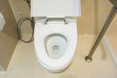 Bacia de toalete Imagens de Stock Royalty Free