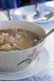 Bacia de Tom Yum Soup tailandês picante imagem de stock royalty free