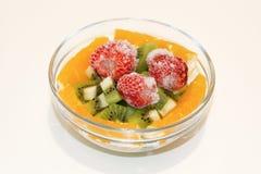 Bacia de vidro com fruta fresca Fotografia de Stock Royalty Free