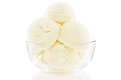 Bacia de vidro enchida com as colheres do gelado Fotografia de Stock Royalty Free
