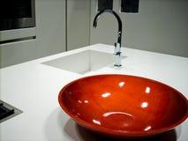 Bacia do faucet do contador de cozinha Fotografia de Stock Royalty Free