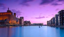 Bacia do porto de Duisburg na noite Foto de Stock Royalty Free