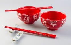 Bacia e chopstick Bacia e chopstick chineses fotografia de stock royalty free