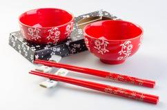 Bacia e chopstick Bacia e chopstick chineses imagem de stock