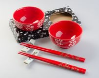 Bacia e chopstick Bacia e chopstick chineses foto de stock royalty free
