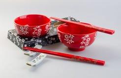Bacia e chopstick Bacia e chopstick chineses imagem de stock royalty free
