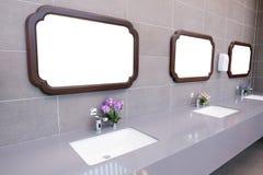 Bacia em um banheiro moderno Foto de Stock