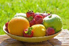 Bacia fresca de fruta misturada Imagem de Stock Royalty Free