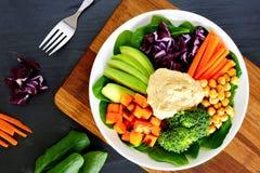 Bacia saudável com super-alimentos no fundo da ardósia Imagens de Stock Royalty Free
