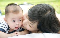 Baciare fotografia stock