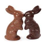 Baciare dei coniglietti di pasqua del cioccolato Immagine Stock