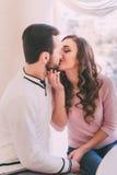 Baciare della donna e dell'uomo Immagine Stock Libera da Diritti