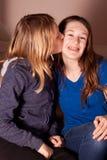 Baciare delle sorelle Fotografia Stock Libera da Diritti