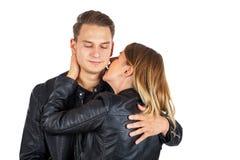 Baciare il collo del ` s del ragazzo Fotografie Stock