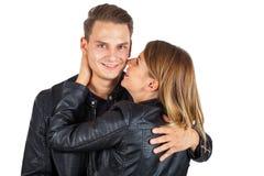 Baciare il collo del ` s del ragazzo Fotografia Stock