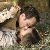 Baciare le coppie. Fotografia Stock