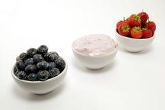 Bacias da fruta e do iogurte Fotos de Stock Royalty Free