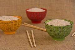 Bacias de arroz w/chopsticks Foto de Stock