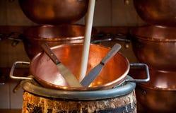 Bacias de cobre velhas Foto de Stock