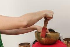 Bacias do tibetano da terapia de música Foto de Stock
