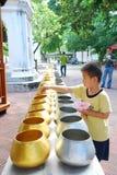 Bacias dos alms da monge budista Imagens de Stock Royalty Free