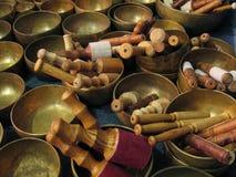Bacias tibetanas com varas Imagem de Stock Royalty Free