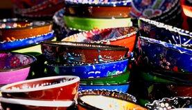 Bacias turcas na tenda do mercado de rua Foto de Stock Royalty Free