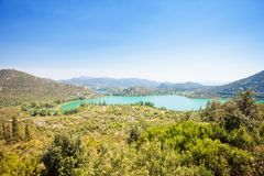 Bacina Seen, Dalmatien, Kroatien - Standpunktausblick nach den schönen Bacina Seen lizenzfreies stockfoto