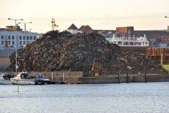 Bacini del centro urbano, Galway, Irlanda giugno 2017, grande mucchio del residuo dentro Immagini Stock