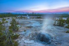 Bacino del geyser di Norris dopo il tramonto Fotografia Stock Libera da Diritti