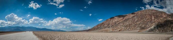 Bacino dell'acqua di panorama di Death Valley cattivo Fotografia Stock