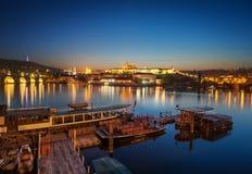 Bacino della barca vicino alla cattedrale della st Vitus, Praga, repubblica Ceca Fotografia Stock Libera da Diritti