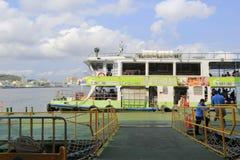 Bacino della nave del traghetto al pilastro del cijin Fotografia Stock
