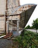 Bacino di caricamento industriale abbandonato del magazzino Fotografia Stock