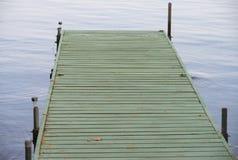 Bacino di legno su un lago Fotografia Stock