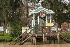 Bacino di legno visto dalla barca nel del Parana, Tigre Buenos Aires Argentina di delta immagini stock libere da diritti