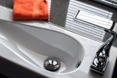 Bacino di mano contemporaneo del lavaggio fotografie stock libere da diritti