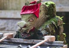 Bacino di pietra giapponese dell'acqua Fotografia Stock Libera da Diritti