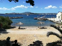 Bacino e spiaggia sull'isola di Vido fotografie stock