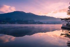 Bacino idrico al tempo di alba fotografia stock libera da diritti