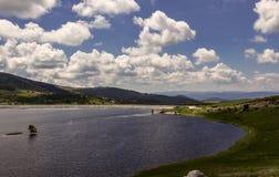 Bacino idrico della diga di Belmeken, Bulgaria Fotografia Stock