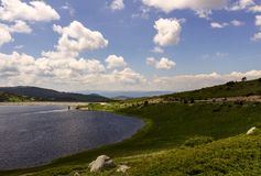 Bacino idrico della diga di Belmeken, Bulgaria Fotografia Stock Libera da Diritti