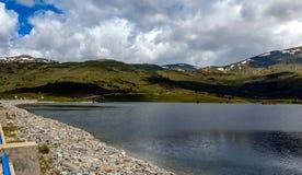 Bacino idrico della diga di Belmeken, Bulgaria Immagine Stock