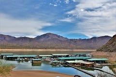 Bacino idrico di Bartlett Lake, la contea di Maricopa, stato vista scenica di Arizona, paesaggio degli Stati Uniti immagine stock