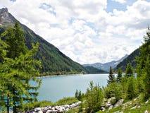 \ \ \ \ Bacino idrico di Neves nel Tirolo del sud Fotografia Stock
