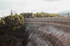 Bacino idrico nella natura, viejas di Embalse de puentes, Spagna immagine stock