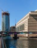 Bacino medio rotondo in Canary Wharf fotografie stock